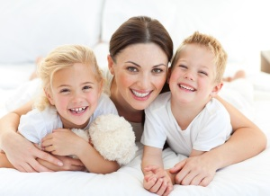 smiling-mom-kids